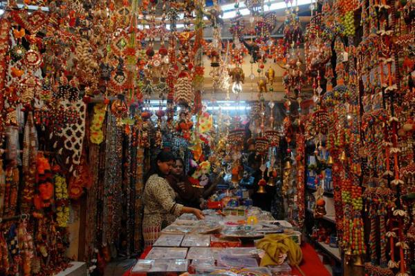 चीनी सामान बेचने वालों का निकला दिवाला