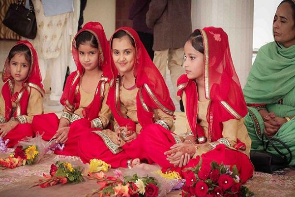 नवरात्रों में दिन के अनुसार दें कन्याअों को भेंट, मिलेगा गरीबी से छुटकारा