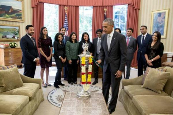 व्हाइट हाउस के ऑफिस में पहली बार ओबामा ने मनाई दीवाली(Pics)