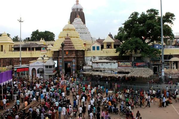 अमंगल से बचने के लिए मंदिर जाते समय दूर रहें इन लोगों से