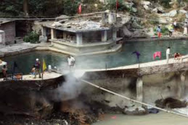 PIX: मनाली में स्थित है गर्म जलकुंड, जिसमें स्नान करने से ठीक होते हैं चर्म रोग