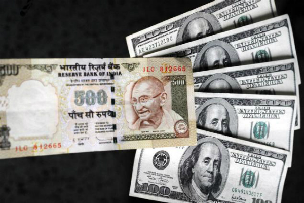 शुरूआती कारोबार में डॉलर के मुकाबले रुपया 9 पैसे टूटा