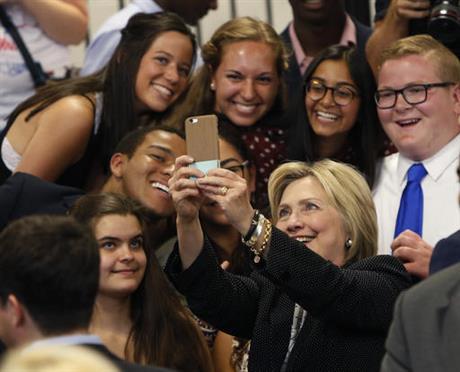 हिलेरी के पक्ष में अमरीका के युवा मतदाता: सर्वेक्षण(Pics)