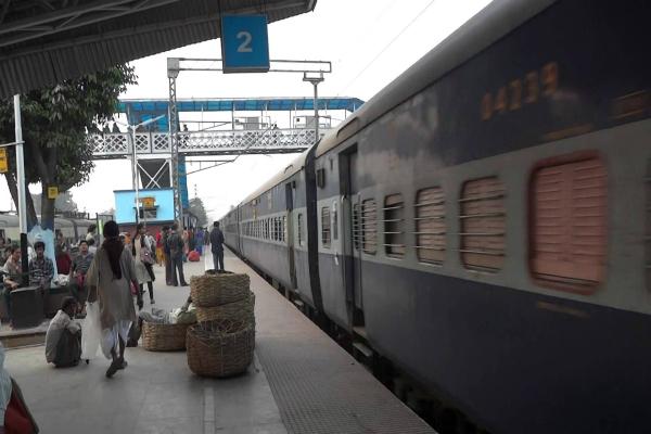 एक पैसे में 10 लाख के बीमे के बाद रेल यात्रियों को मिलेगा एक और तोहफा