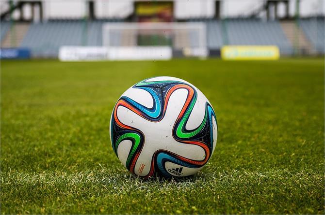 महिला रैफरी को ताना कसने वाले फुटबॉल खिलाड़ियों पर लगा करोड़ों का जुर्माना