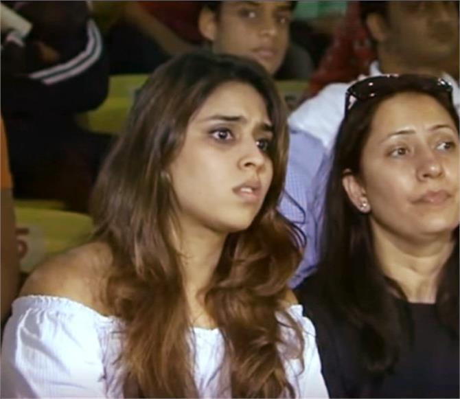 मैच में ऐसा क्या हुआ कि टेंशन में आ गई रोहित शर्मा की पत्नी रीतिका