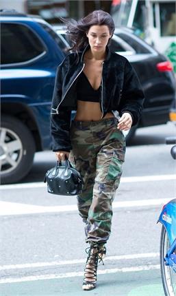 मशहूर मॉडल बेला ने गुस्से में उतार दिए कपड़े ! (pics)