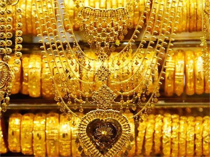 चांदी 400 रुपए हुई सस्ती, ऐसे रहा आज के सोने का भाव