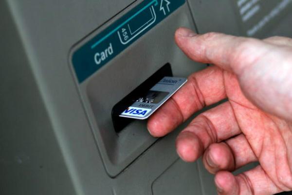 वित्तीय तंत्र के लिए खतरनाक है बैंकों के कार्डाें की गड़बड़ी: एसोचैम