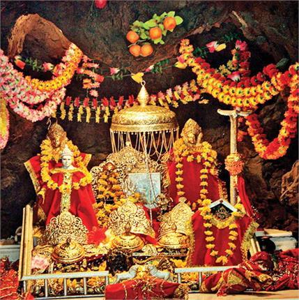 वैष्णोदेवी में पहले नवरात्र 45,000 श्रद्धालुओं ने किए दर्शन(Pics)