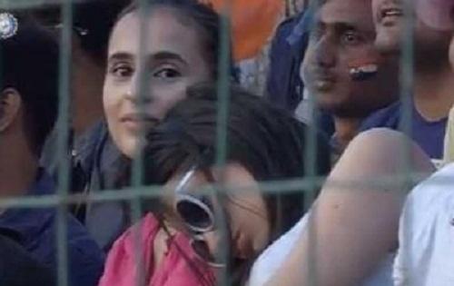 जब IND-NZ मैच के दौरान कैमरे की नजर पड़ते ही शर्मसार हो गई लड़की