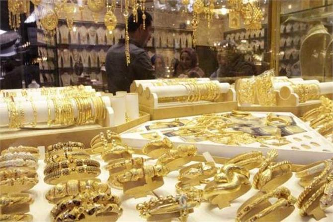 सुस्त मांग के बीच सोना स्थिर, चांदी 50 रुपए चमकी