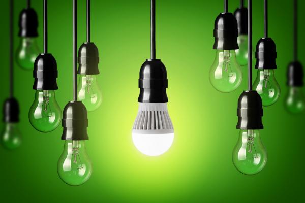 LED बल्ब की कीमत और कम करें कंपनियां: गोयल