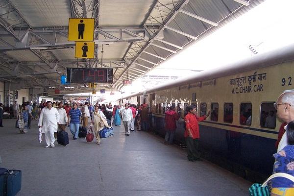 रेल यात्रियों को दिवाली का धमाकेदार तोहफा, 1 पैसे में 10 लाख का बीमा