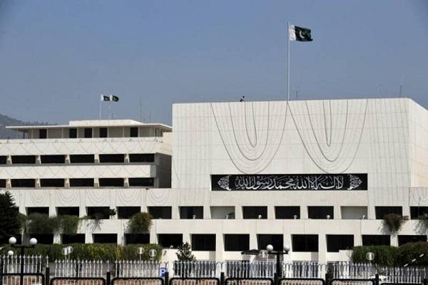 पाकिस्तान दो भारतीय राजनयिकों को देश छोडऩे को कह सकता है: रिपोर्ट
