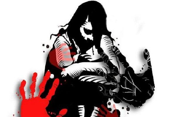 चलती ट्रेन में महिला के साथ किया गया बलात्कार