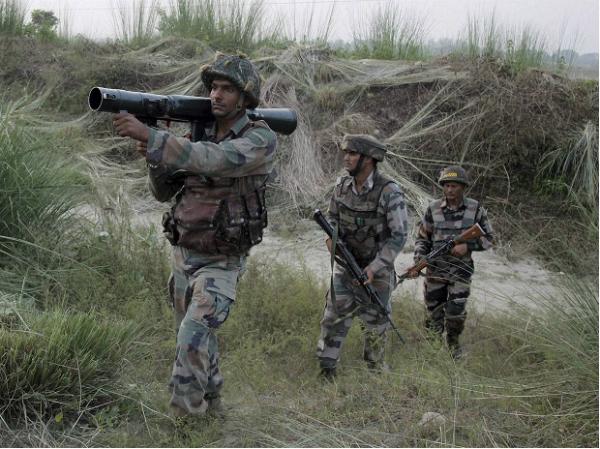 J&K: पाकिस्तान की तरफ से राजौरी सेक्टर में भारी फायरिंग, 1 जवान शहीद, 3 घायल