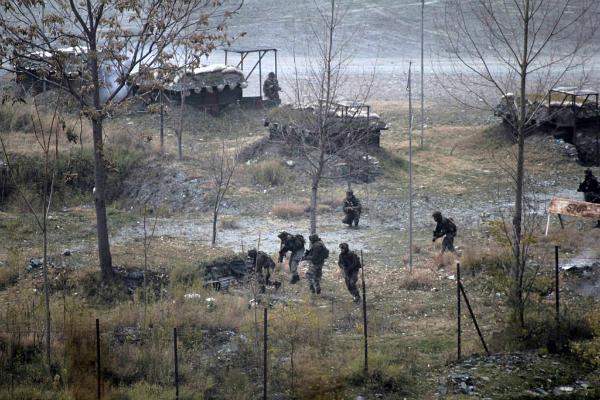 J&K: अखनूर में पाकिस्तान ने फिर तोड़ा सीजफायर, भारतीय पोस्ट को बना रहे निशाना