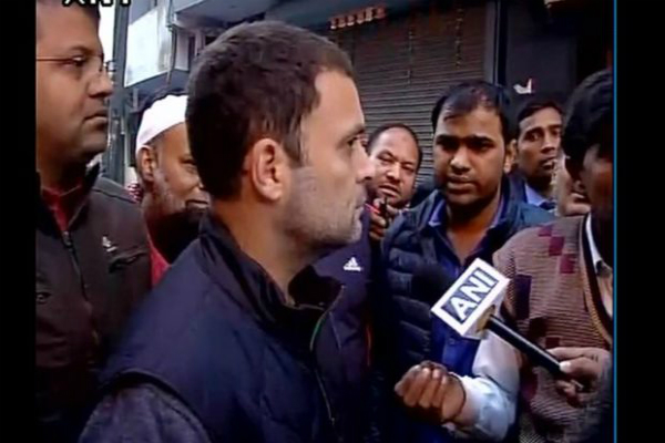 आज फिर सुबह-सुबह ATM पहुंचे राहुल गांधी, लाइन में लगे लोगों से की बात