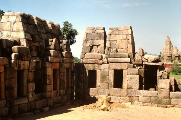 मंदिरों की नगरी खजुराहो में है कला और सौन्दर्य का संगम, तस्वीरों में देखें