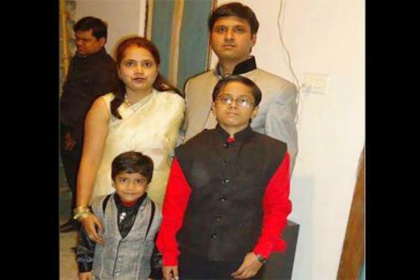 2 बेटों की हत्या कर शव के पास बैठा रहा पिता, खुद बुलाई पुलिस