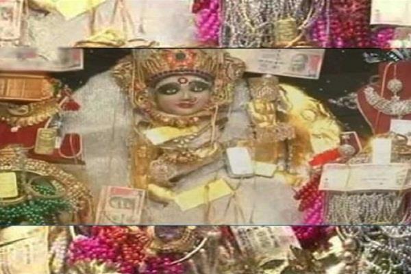 मालामाल बनना चाहते हैं तो करें इस मंदिर के दर्शन, प्रसाद में मिलेंगे सोने, चांदी के जेवर (Pics)