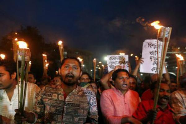 बांग्लादेश में हिंदुओं पर फिर से हमला, घर जलाए और मंदिरों में तोड़फोड़(Pics)