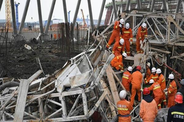 चीन में निर्माणाधीन टावर गिरने से 40 लोगों की मौत(Pics)