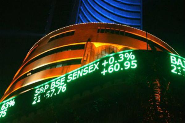 नोटबंदी की मार से छह माह के निचले स्तर पर बाजार