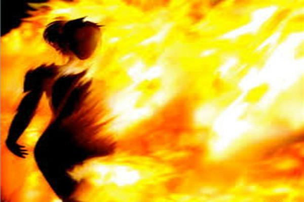 दहेज की बलि चढ़ी एक और विवाहिता, ससुरालियों ने जिंदा जलाया