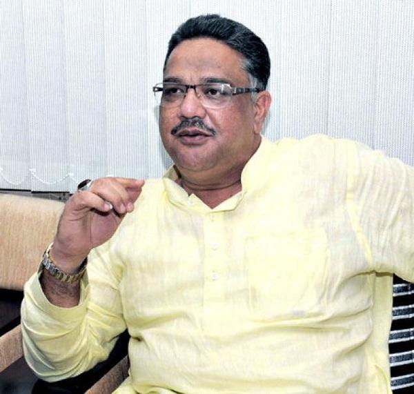 कर्नाटक: पोर्न देखते पकड़े गए थे शिक्षा मंत्री, अब पत्रकार पर किया केस