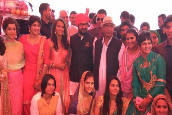 पवन कुमार की हुई रेसलर गीता, हरियाणवी लुक में नजर आए आमिर खान