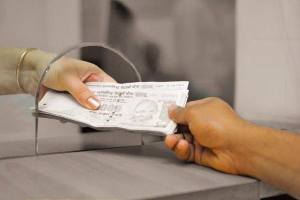 RBI ने भेजा नोटिस, अब इन बैंकों में नहीं बदले जा सकेंगे पुराने नोट