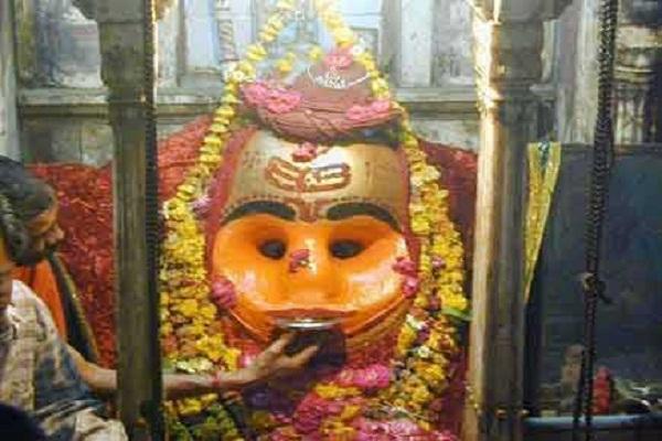 चमत्कारी मंदिर: यहां मदिरा पान करते हैं भगवान कालभैरव, ग्रह दोषों का होता है निवारण