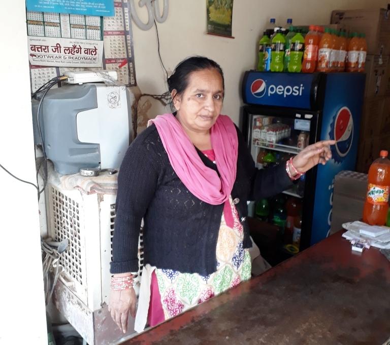 दिन-दिहाड़े दो झपटमारों ने महिला दुकानदार के गले से झपटी चेन