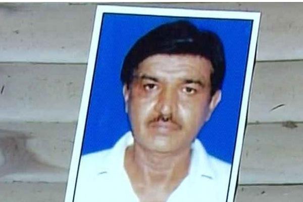 नजफगढ़ में बैंक के बाहर लाइन में खड़े व्यक्ति की मौत