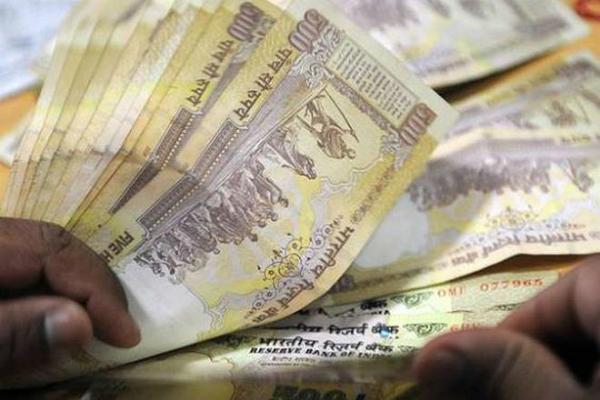 रुपया एक महीने के उच्चतम स्तर पर
