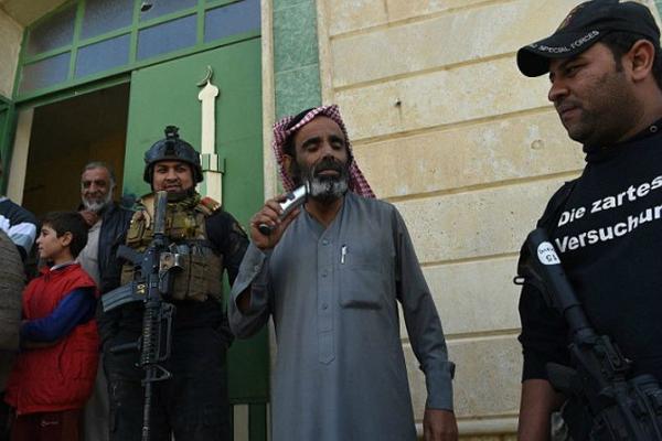 ISIS के चंगुल से छूटे लोगों ने कुछ इस तरह मनाया जश्न(Pics)