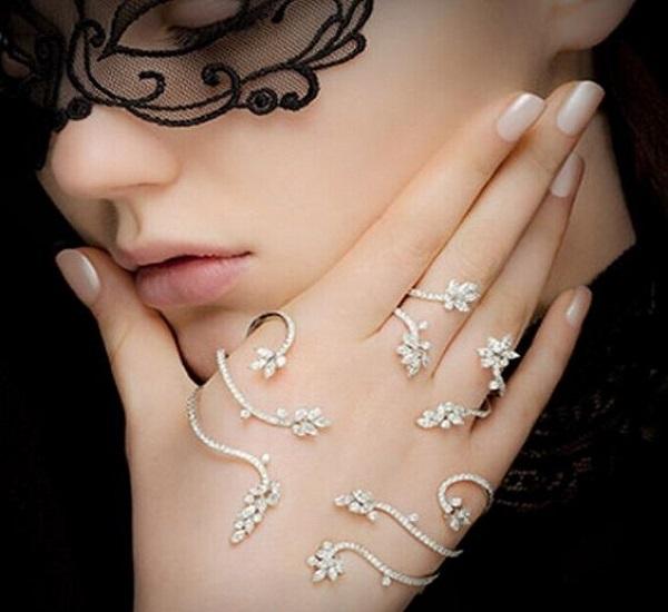 हाथों की खूबसूरती को बढ़ाने के लिए वियर करें ये ब्रेसलेट(Pix)