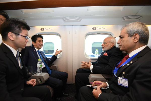 जापान की हाईस्पीड बुलेट ट्रेन पर PM मोदी ने आबे संग की सवारी(Pics)
