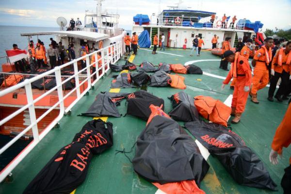 इंडोनेशिया में नौका डूबने से मृतकों की संख्या हुई 36 , 24 लापता