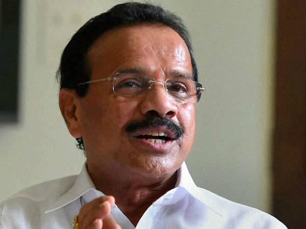 केंद्रीय मंत्री गौड़ा को झेलनी पड़ी नोटबंदी की परेशानी, अस्पताल ने नहीं लिए पुराने नोट