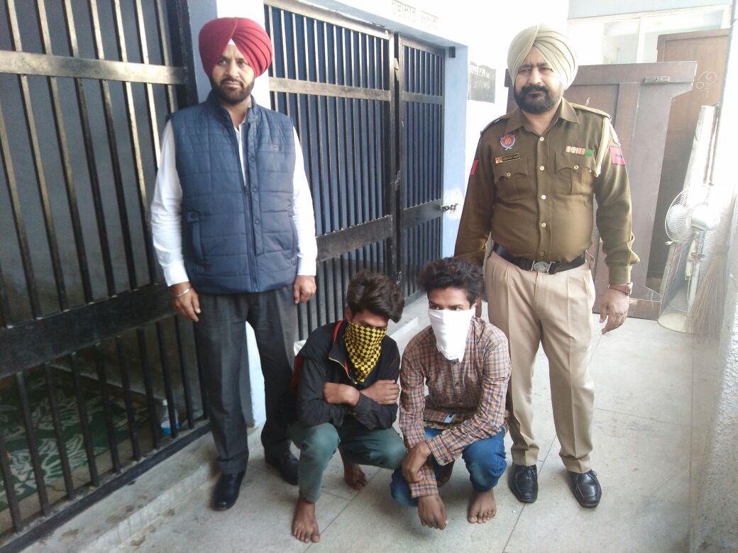 नाके के दौरान आरोपी को चोरी की बाइक सहित किया गिरफ्तार