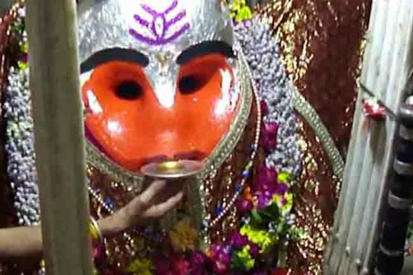 श्री महाकाल भैरव अष्टमी: शराब की बोतल करें दान, बन जाएंगे मालामाल