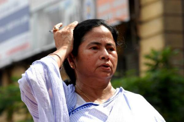 नोटबंदी के मुद्दे पर ममता ने माकपा नेता सीताराम येचुरी को किया फोन, मिला यह जवाब