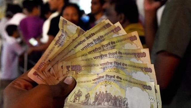 नोटबंदी का आज 12वां दिन, बैंक बंद होने से ATM में लग सकती हैं लंबी लाइनें!
