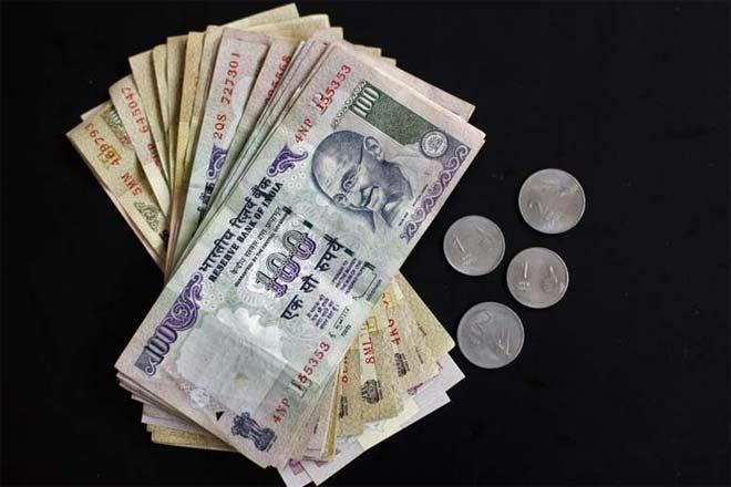 रुपए में भारी गिरावट, 63 पैसे लुढ़का
