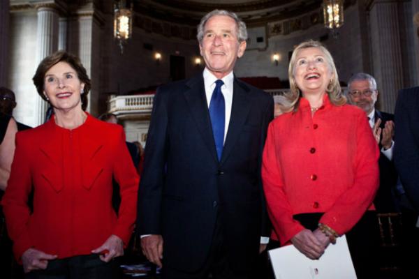 पूर्व राष्ट्रपति जॉर्ज बुश ने नहीं दिया ट्रंप और हिलेरी को वोट