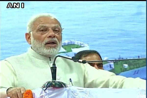 नोटबंदी पर बोले PM, 'जिनको राजनीति करनी है करें, मैं देश से भ्रष्टाचार मिटाकर रहूंगा'