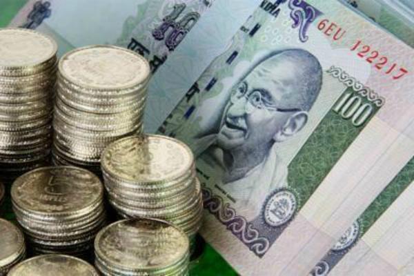 रुपया कारोबार की शुरूआत में दो माह के उच्च स्तर पर